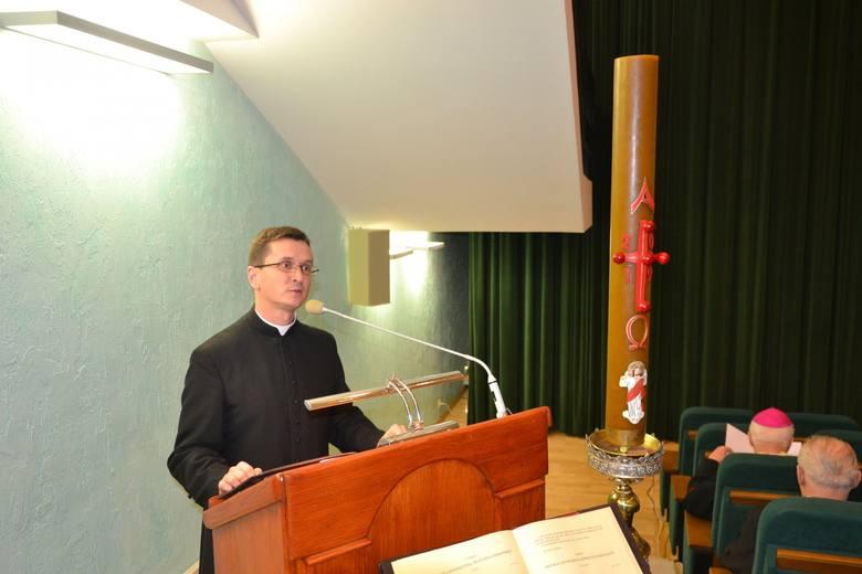 """""""Panie, uświęć nas w prawdzie"""" pod takim hasłem odbył się Kongres Biblijny w archidiecezji przemyskiej. Kolejnym miejscem spotkania"""