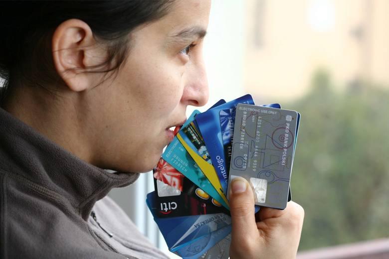 Nie daj się nabić w kredyt odnawialny! Zwłaszcza za cenę zamiany za kartę kredytową
