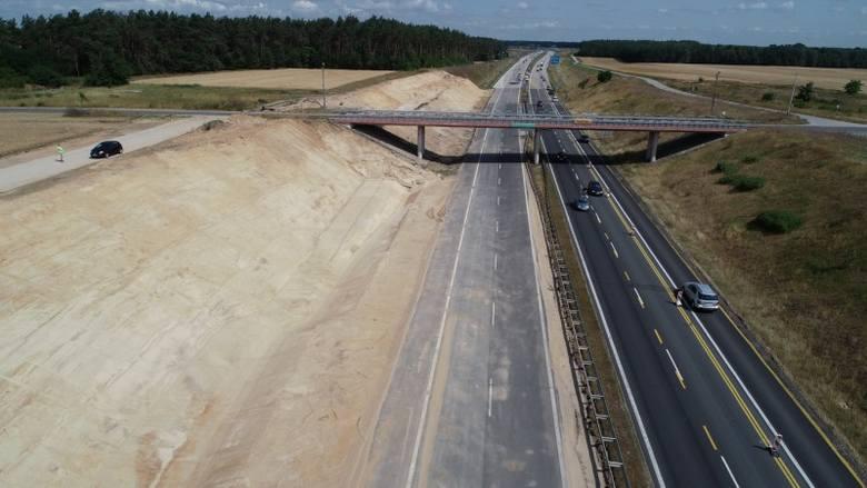 Tuszyn - Piotrków Trybunalski PołudniePrzypomnijmy, że pierwsze z przebudowywanych właśnie odcinków autostrady A1 oddane mają zostać do ruchu w czwartym