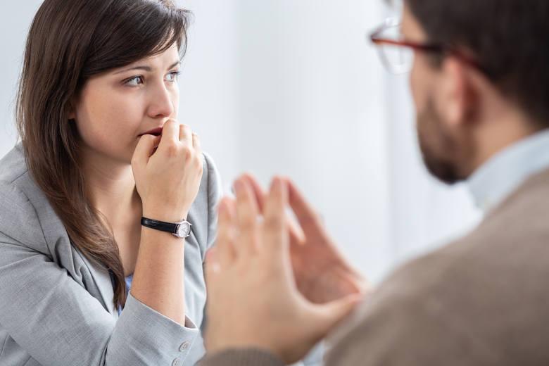 Osoby cierpiące na zaburzenia nerwicowe wymagają konsultacji specjalisty w celu prawidłowej diagnostyki.