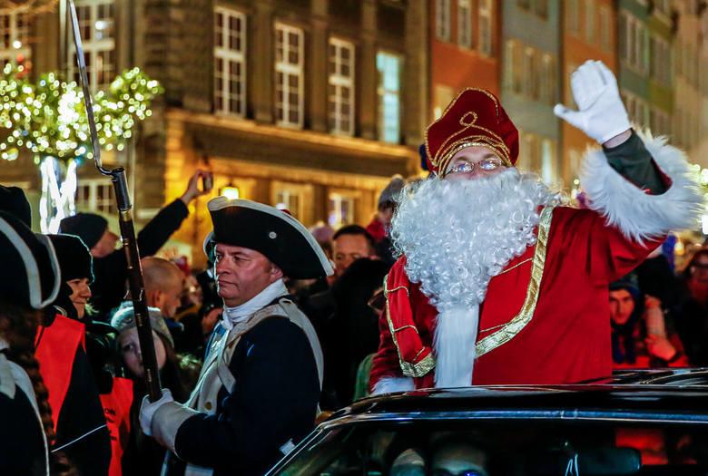 Święty Mikołaj przybył do Gdańska i rozświetlił choinkę na Długim Targu [5.12.2018]