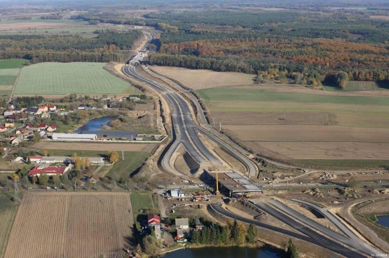 Zobaczcie zdjęcia z lotu ptaka prac przy budowie drogi S6 w zachodniej części województwa zachodniopomorskiego na odcinku Goleniów - Kiełpino!Zobacz