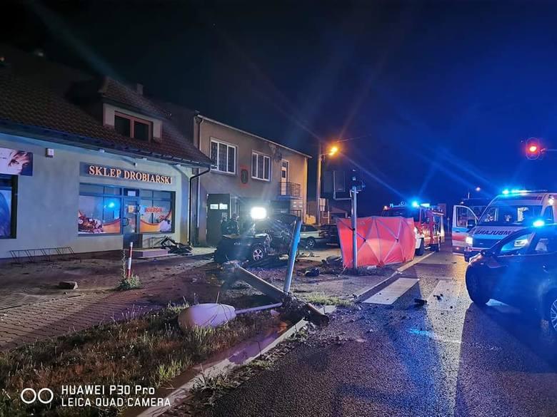 Tragiczny wypadek w miejscowości Okup Wielki koło Łasku. Nie żyje dwóch młodych mężczyzn.Do tragicznego wypadku w miejscowości Okup Wielki doszło w nocy