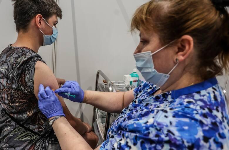 Dworczyk: Przekroczyliśmy liczbę 9 mln osób w pełni zaszczepionych
