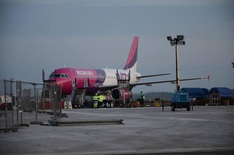 Loty odbywają się trzy razy w tygodniu, w poniedziałki, środy i piątki.