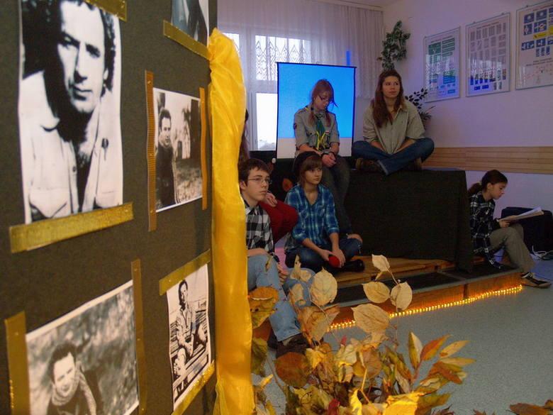 Stachura w KoszalinieUczniowie i nauczyciele Gimnazjum nr 9 w Koszalinie przygotowali wyjątkową impreze - poranek z twórczością Edwarda Stachury.