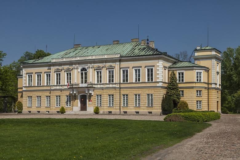 Noc Muzeów to również okazja do zwiedzenia z przewodnikiem Pałacu Prymasowskiego na terenie Osady Pałacowej.
