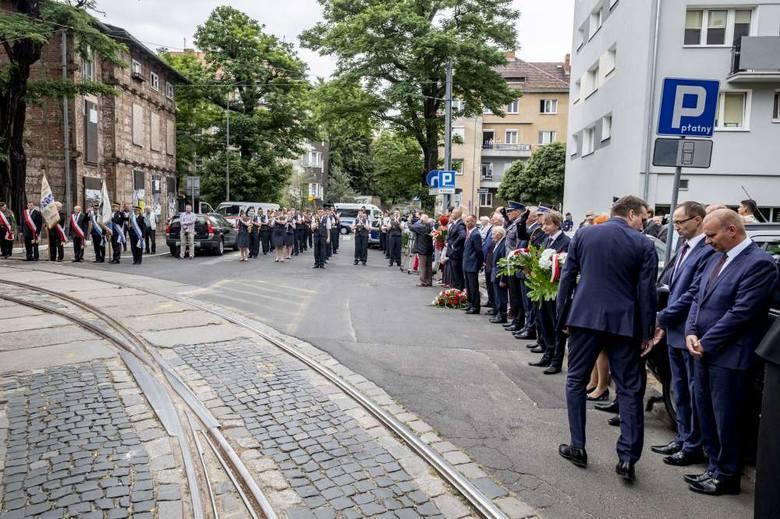 W piątek 28 czerwca w Poznaniu odbywają się obchody 63. rocznicy Czerwca '56. Poznaniacy czczą pamięć ofiar zrywu przez cały dzień. Przejdź do kolejnego