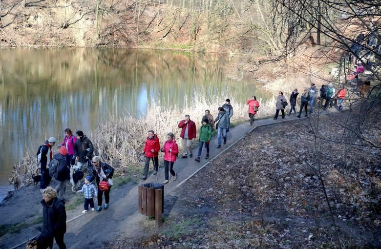 Trasa marszu miała kilka kilometrów. Początek zaplanowano przy jeziorze Szmaragdowym. To jak zawsze wyglądało pięknie
