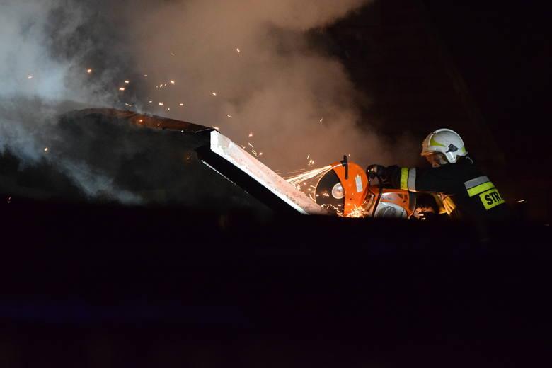 Wybuch gazu w Szczyrku: ponad 100 strażaków na miejscu. Ogień wciąż się tli
