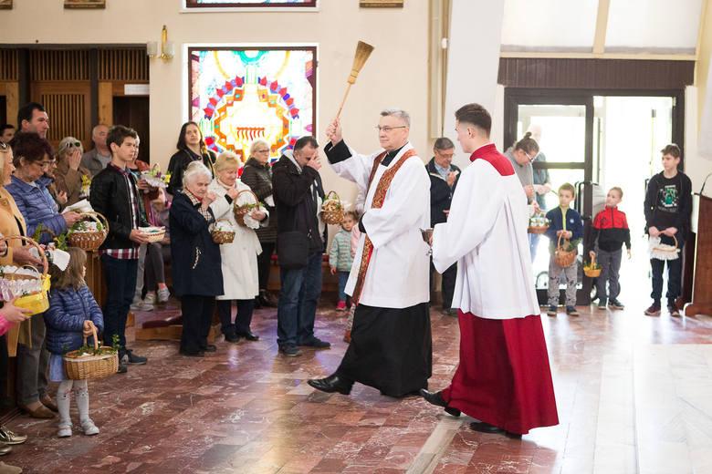 Wielkanocne święcenie pokarmów w Słupsku. Zapraszamy do galerii zdjęć.