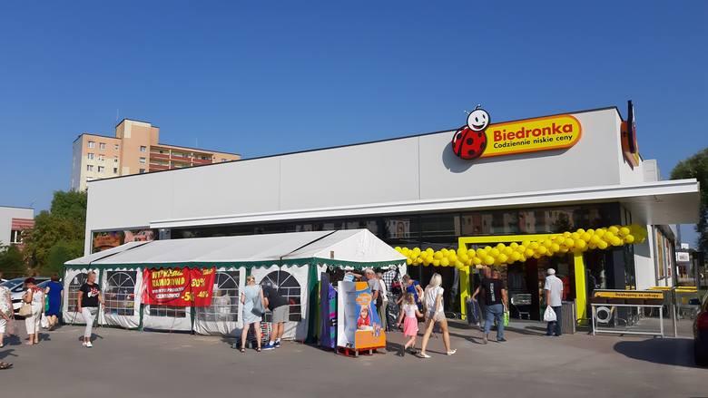 Zakończył się remont Biedronki przy ul. 11 Listopada w Słupsku. Sklep był zamknięty do początku lipca. Dziś (27 sierpnia) został ponownie otwarty. Obiekt
