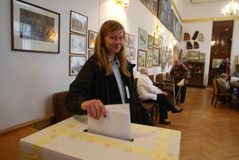 Wybory samorządowe 2018: Cisza wyborcza to okres przed wyborami samorządowymi, w czasie którego zabroniona jest agitacja wyborcza. Za jej złamanie grozi