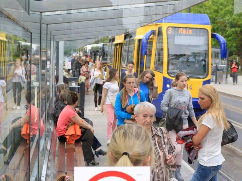 Węzeł przesiadkowy przy al. Solidarności zdążył już dać się we znaki mieszkańcom miasta. Jest zbyt wąski, a pasażerowie mają kłopoty z dotarciem do wybranego