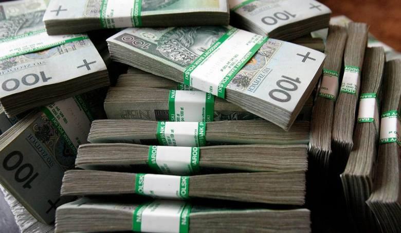 Natomiast uzyskanie przychodów miesięcznie w granicach od 3820,60 zł do 7095,40 zł spowoduje zmniejszenie wypłacanego świadczenia o kwotę przekroczenia,