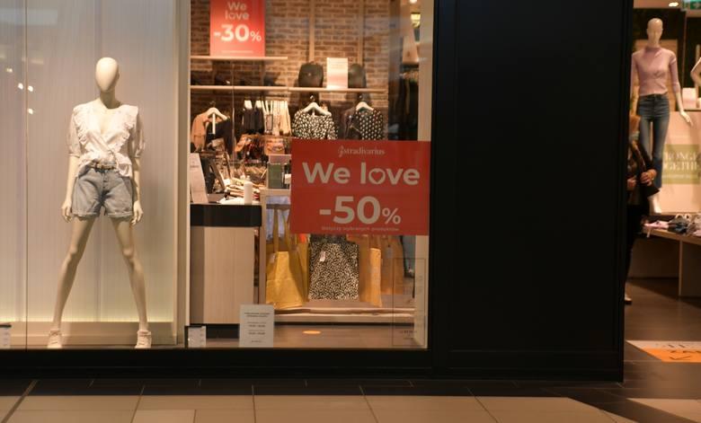 W Stradivariusie dostaniemy zniżkę nawet do 50% na wybrane produkty.
