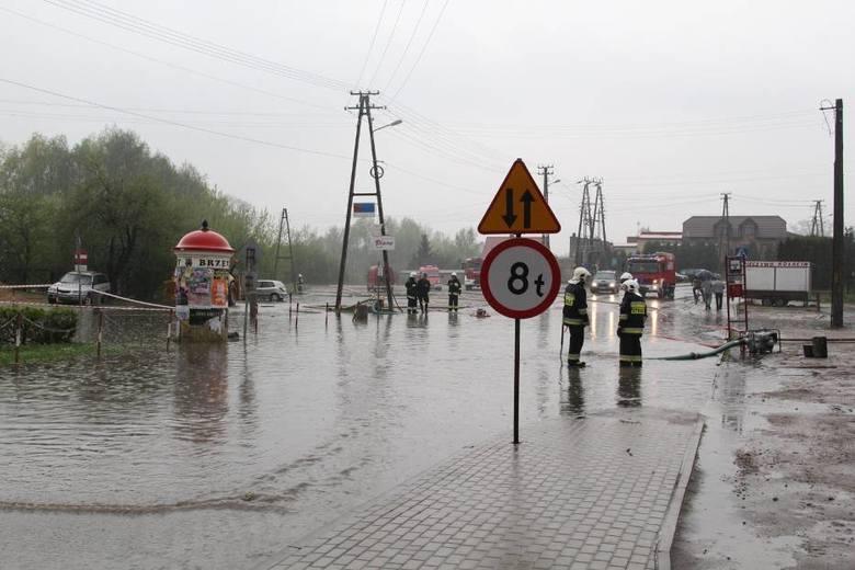Ulewa nad Brzezinami! Centrum miasta znów pod wodą...