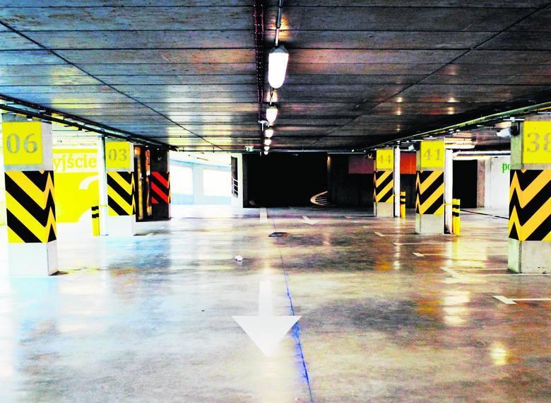 Tychy. Parkingi wielopoziomowe. W połowie stycznia 2015 ma zostać otwarty jeden z dwóch wielopoziomowych parkingów w Tychach. Oba stoją przy stacjach