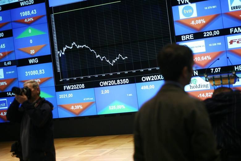 Indeksy spadły o 4-5 proc. i przypomina to sytuację szukania drugiego dna. Indeks największych spółek tzw. blue chipów stracił już od końca lutego 40