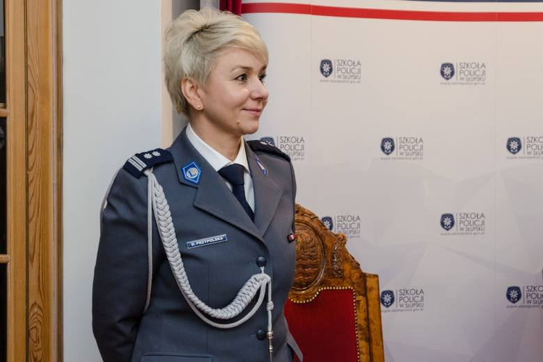 Oficjalne wprowadzenie na stanowiska Zastępców Komendanta Szkoły Policji w Słupsku odbyło się podczas cotygodniowej odprawy kadry kierowniczej. Stanowiska