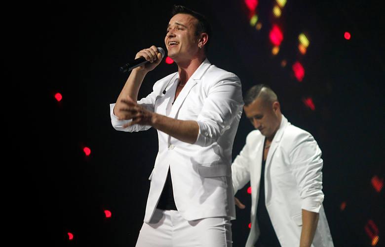 """Nawet 30 tys. złotych za występ inkasuje zespół """"Weekend"""" i ich lider Radek Liszewski. To oni wylansowali przebój """"Ona tańczy"""