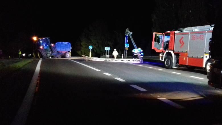 Do tego niebezpiecznego zdarzenia doszło w niedzielę o godz. 1 w nocy na drodze krajowej nr 77 w Orłach pod Przemyślem. - Ciągnik rolniczy chcąc ominąć