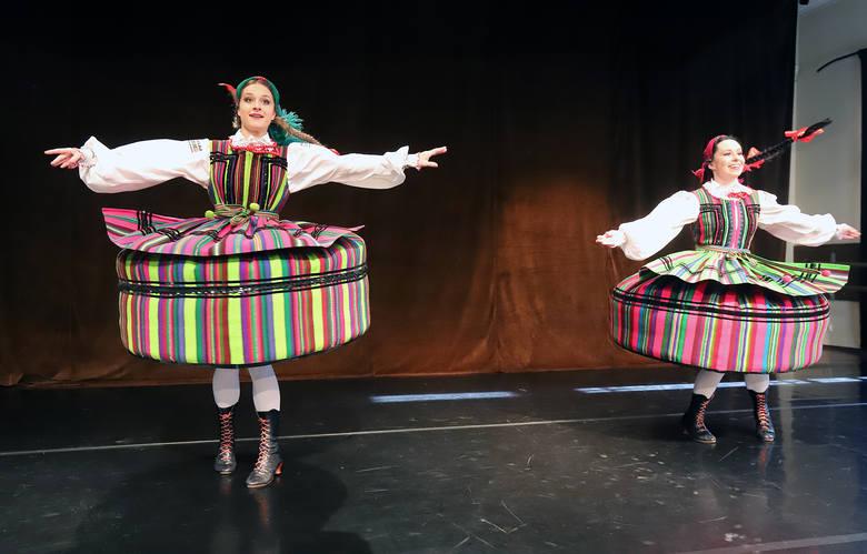 Rau wziął w obroty Harnama, czyli wojewoda łódzki dekomunizuje zespół tańca ludowego
