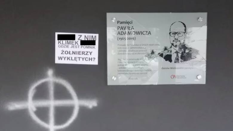 Wandale zniszczyli tablicę w Ostrowie Wielkopolskim. Zostawili list.