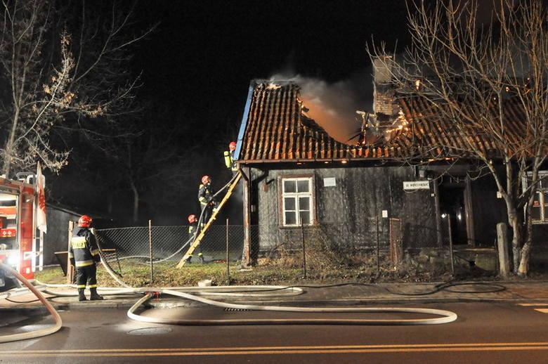 Płonął dom. Dach się zawalił [ZDJĘCIA]