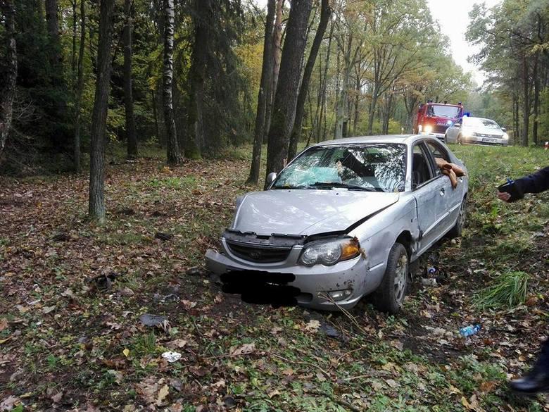 Kierująca osobówką została przewieziona do szpitala. Okoliczności wypadku badają wysokomazowieccy policjanci.