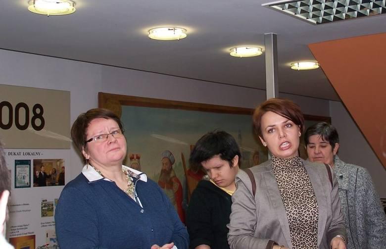 """Wernisaż wystawy odbył się dzisiaj w Oleskim  Muzeum Regionalnym.Na wystawie pt. """"W Świątecznej Krainie"""" można oglądać rękodzieło podopiecznych"""
