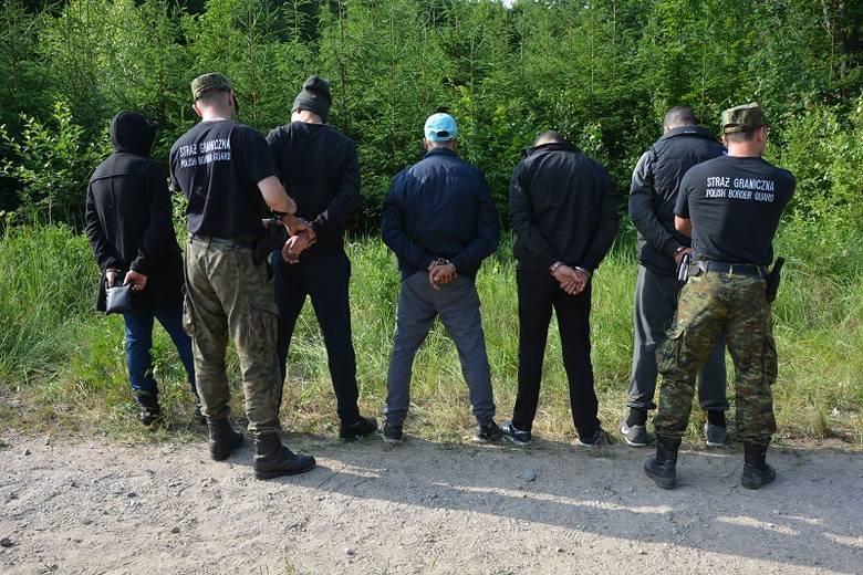 Funkcjonariusze z Warmińsko-Mazurskiego Oddziału Straży Granicznej zatrzymali dziesięć osób, które przekroczyły tzw. zieloną granicę z Federacją Rosyjską.