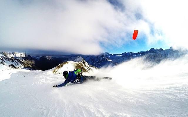 - Snowkiting zawiera elementy kilku dziedzin sportu - mówi Robert Kurek, zakopiańczyk i jeden z prekursorów nowej dyscypliny w Polsce. - Można powiedzieć,