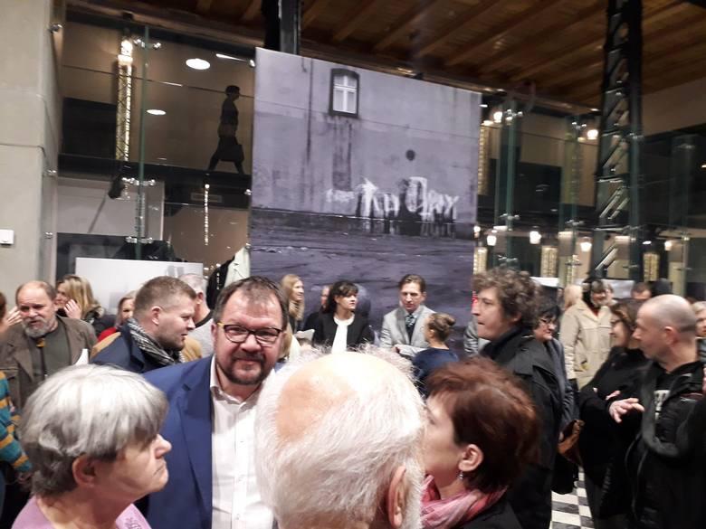 Premiera książki ze zdjęciami fotoreportera DZ Arkadiusza Goli i fotografki Joanny Helander oraz wierszami Ryszarda Krynickiego