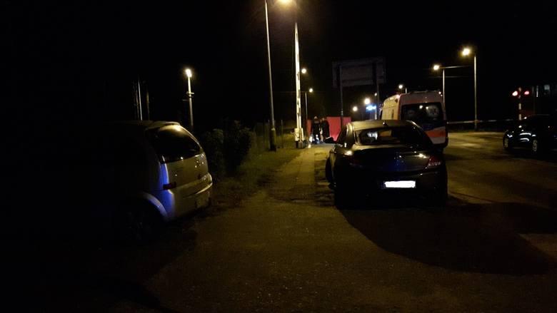 Policja ustala okoliczności wypadku, do którego doszło we wtorek, 25 września, przed godz. 21 na przejeździe kolejowym przy ul.  Spalskiej w Tomaszowie
