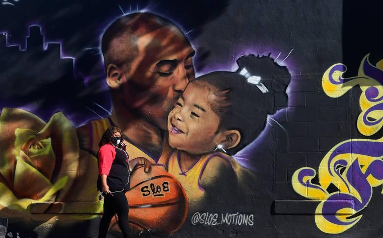 Mural upamiętniający tragicznie zmarłych koszykarza i jego córkę