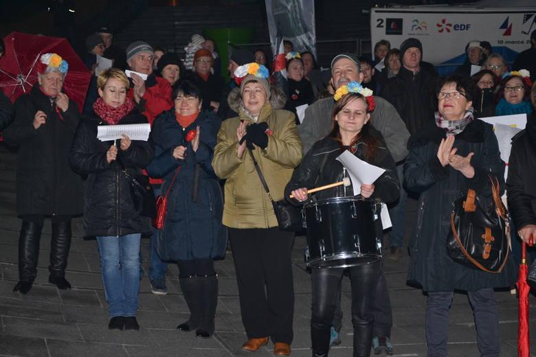 Kobiety głośno protestowały w Rybniku - na strajk przyszły tłumy WIDEO, ZDJĘCIA