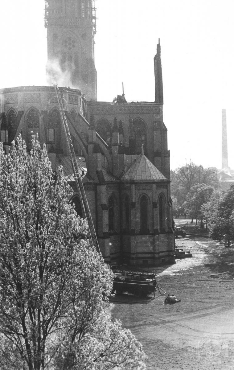 Łódź. Katedra w ogniu. Mija 50 lat od tych dramatycznego pożaru łódzkiej katedry. Pożar łódzkiej katedry 10.05.2021