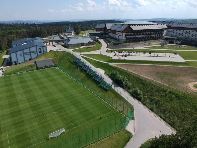 Aż chce się tam zagrać. Najładniej położone obiekty piłkarskie w Polsce