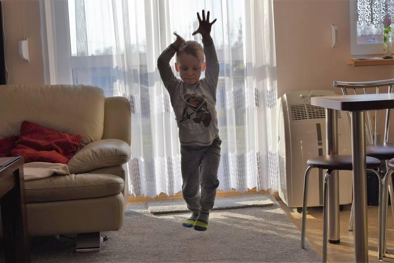 Czworaczki z Rybnika. Dzieci urodziły się 29 listopada 2011 roku. Jako pierwsza na świat przyszła Zuzia. Na zdjęciu razem z braćmi Michasiem, Bartusiem