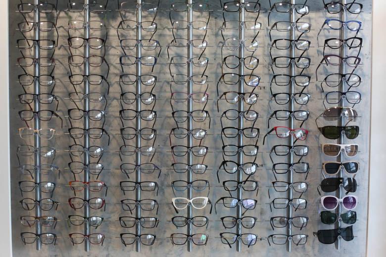 Zawód optometrysty nie jest zawodem regulowanym, podobnie jak kiedyś miało to miejsce w fizjoterapii. Ale optometrystów przybywa.