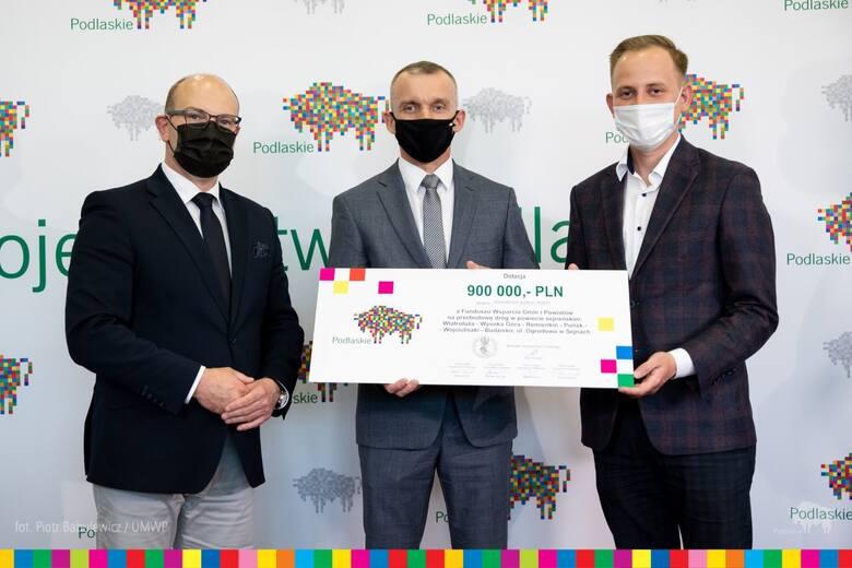 Marszałek Artur Kosicki przekazał 1,4 miliona złotych w ramach Funduszu Wsparcia Gmin i Powiatów na rozbudowę szkoły w gminie Sejny oraz na przebudowę