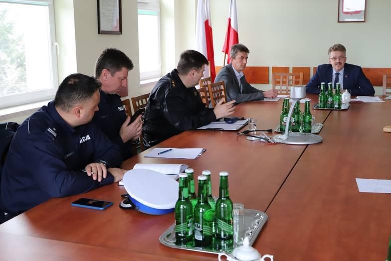 W starostwie powiatowym w Końskich odbyło się posiedzenie Powiatowego Zespołu Zarządzania Kryzysowego. Głównym tematem było omówienie sposobów działania