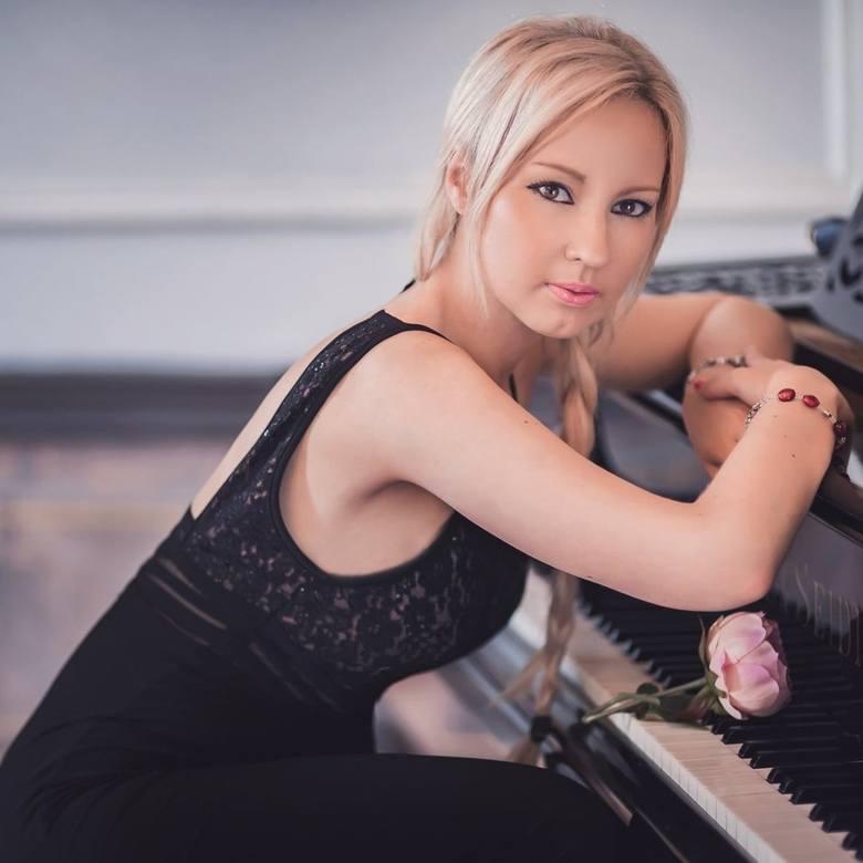Dominika ZamaraWybitna sopranistka, urodzona we Wrocławiu, gdzie z wyróżnieniem ukończyła Akademię Muzyczną im. Karola Lipińskiego we Wrocławiu, na Wydziale