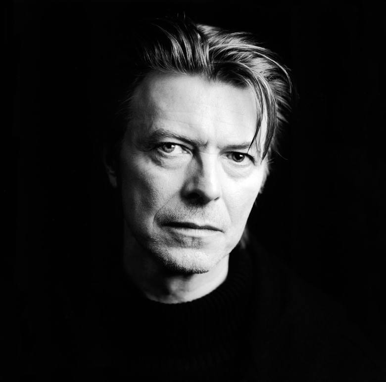 David Bowie8.01.1947 - 10.01.2016Brytyjski piosenkarz, kompozytor, autor tekstów, a także aktor. Zaczął występować jako David Bowie, aby nie mylono go