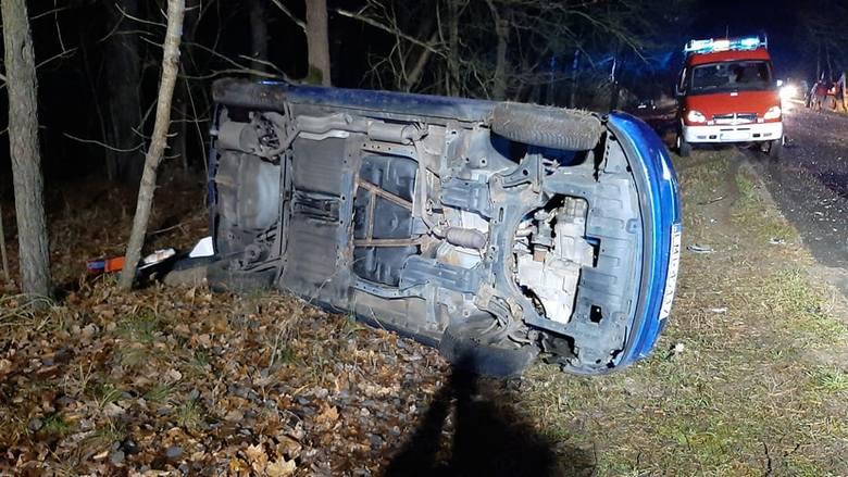 Do wypadku doszło we wtorek, 3 grudnia około godziny 16.30 na odcinku Zemsko-Bledzew. Zderzyły się trzy pojazdy dwa samochody i ciągnik rolniczy. Na