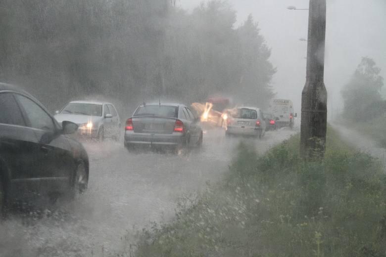 Czwartkowa ulewa w Kielcach. Ulice jak rzeki (zdjęcia fotoreportera Echa Dnia)