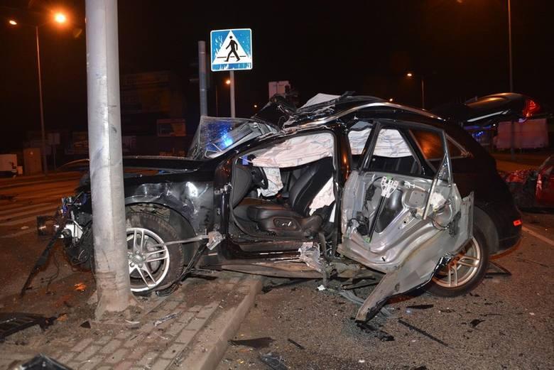 W poniedziałek przed godz. 22, na skrzyżowaniu ul. Podkarpackiej, ul. Składowej i ul. Czajkowskiego w Krośnie doszło do tragicznego wypadku. Ze wstępnych