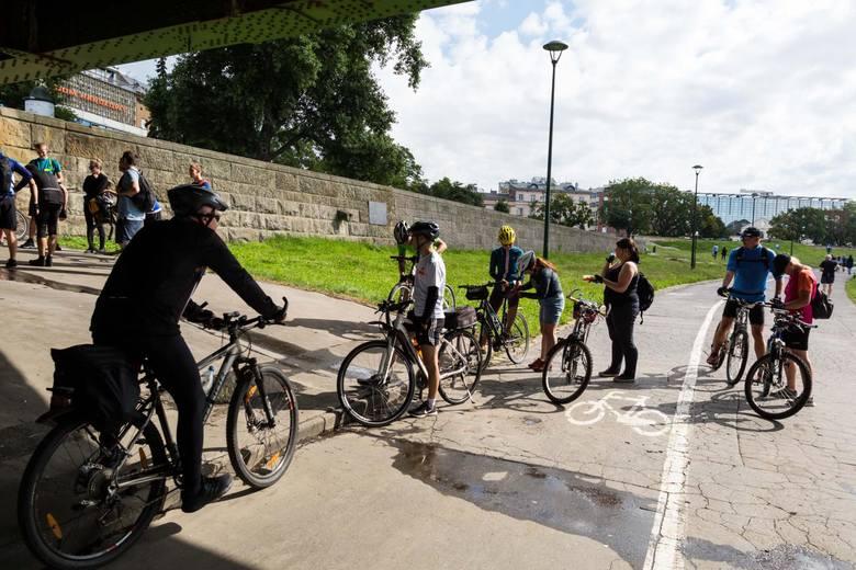 W 2020 roku dochodzi do małej ilości zdarzeń drogowych z udziałem pieszych i rowerzystów.