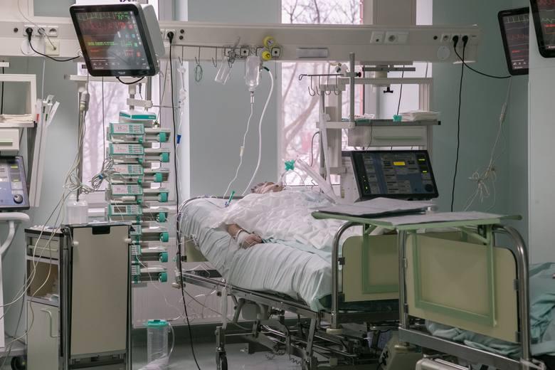 Co się wydarzyło? Pan Rajmund przechodził w Grudziądzu operację guza nowotworowego jelita grubego. Drugiego dnia po operacji pękły szwy i wytworzyła